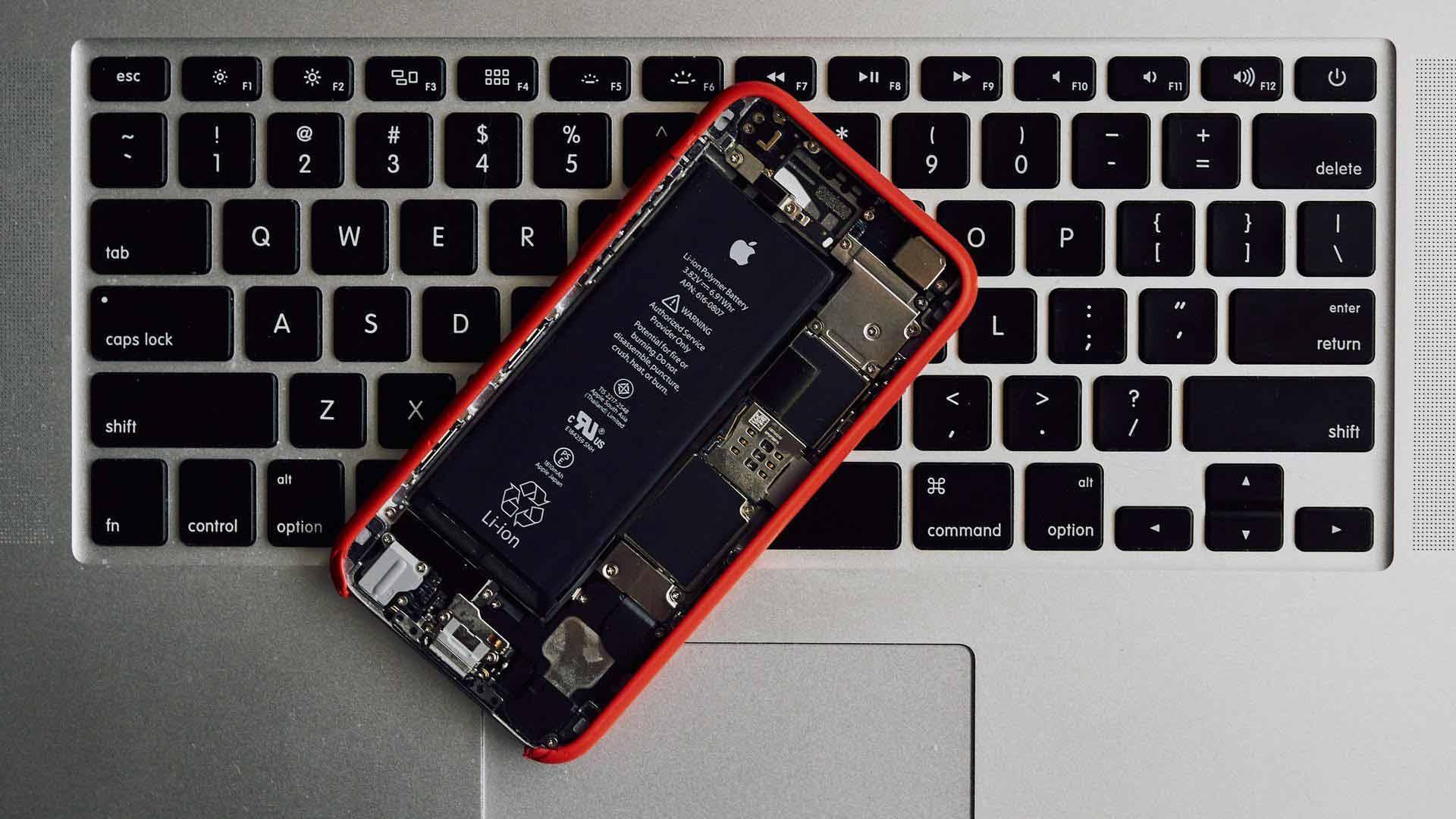 zamena tastatura, baterija i ekrana na apple uređajima